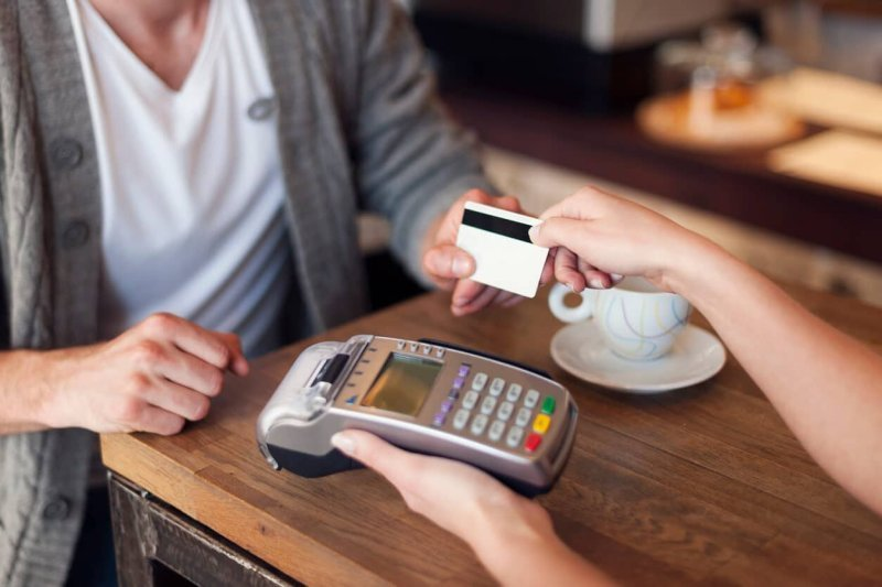 The Pros and Cons of a Cashless Business